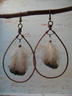 Feather earrings Iwould actually wear from BSBP Feather Earrings, Diy Earrings, Feather Jewelry, Wire Jewelry, Boho Jewelry, Fashion Earrings, Jewelry Crafts, Beaded Jewelry, Handmade Jewelry