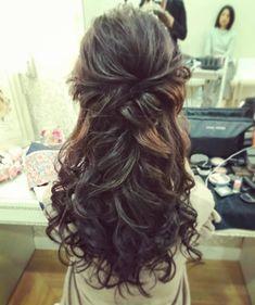 "57 Likes, 1 Comments - kayo Nakamine (@neiro1987) on Instagram: ""#プリンセスヘア#シンデレラ#ティアラ#花嫁#ハーフアップ#エレガントスタイル#wedding#ヘアセット#ヘアメイク#hair#hairmakeup#make#結婚式#カクテルドレス#無事終わりました💐#今日も宜しくお願い致します💐"""
