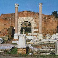📷 The remains of the Basilica Aemilia, Rome, 🇮🇹 Ancient Ruins, Ancient Rome, Ancient History, Roman Forum, Roman Empire, Old Photos, Mount Rushmore, Rome Italy, Mountains
