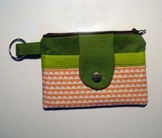 Stoffresteabbau: Noodlehead Zippy Wallet mit Tutorial – just sewn. Clutch Tutorial, Fabric Handbags, Fabric Purses, Diy Coin Purse, Coin Purses, Diy Wallet, Unique Handbags, Christmas Couple, Diy Handbag