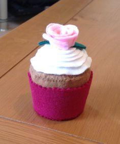 Felt cake rose pink