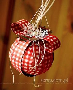 Paper strips ornament - pic for inspiration Christmas Tree Ornaments, Christmas Time, Christmas Ideas, Christmas Decorations, Holiday Decor, Scrapbooking, Paper Strips, Joy, Bauble
