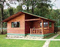 Hotel Cabañas El Estribo, Valle de Bravo, Estado de México -  A 12 kms (20 min.)   del Lago de Valle de Bravo.   Entre Rancho Avándaro y la Gasera.