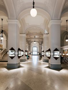 Discover what Dorotheum has to offer - from our beautiful Palais in the heart of Vienna, to the hundreds of auctions held each year!