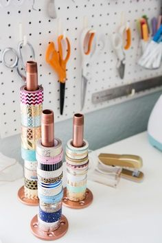 Use copper pipe to organize rolls of washi tape. Such a good idea. 2019 Use copper pipe to organize rolls of washi tape. Such a good idea. The post Use copper pipe to organize rolls of washi tape. Such a good idea. 2019 appeared first on Storage ideas. Craft Organisation, Organization Hacks, Organizing Ideas, Craft Room Storage, Craft Rooms, Desk Storage, Wand Organizer, Washi Tape Crafts, Washi Tapes