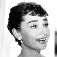 Audrey Hepburn Animated GIFs (114)