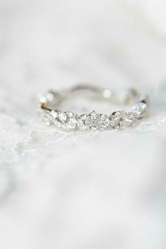 Wow!!! Wish my hunny would see this and surprise me on one knee...someday... it's pretty enough to stand alone.