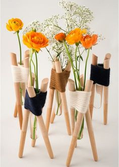 Fuente: http://doithome.info/2013/09/13/french-designer-aurelie-richard-created-these-vases-from-simple-wood-pieces-woven-together-with-yarn-so-crafty/