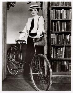 Bibliotecaria y ciclista en la vida