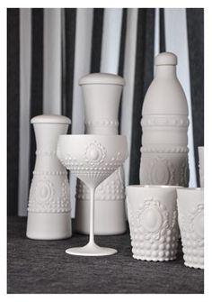 """collezione """"Chic & Matt"""" by Baci Milano - il bianco latte con effetto matt rende questa linea estremamente chic e conferisce un aspetto raffinato e di design a questa gamma caratterizzata da bottiglie e bicchieri, alzate e cupole destinate ad un pubblico esigente e fashionista!"""