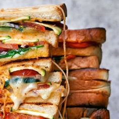 Oggi si griglia a casa!   Migusto Bratwurst, Chimichurri, Halloumi, Pulled Pork, Feta, Sandwiches, Bbq, Shredded Pork, Barbecue