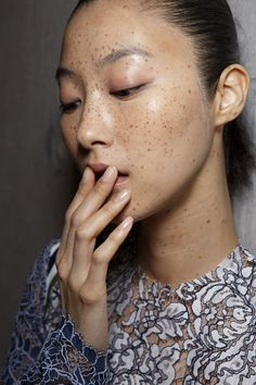 Freckles are always in style. Not naturally blessed? Dot-the-dots with Topshop's freckle pencil