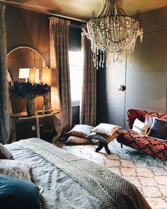 Home Decoration With Paper Flowers Serene Bedroom, Dream Bedroom, Master Bedroom, Dark Brown Bedrooms, Dark Rooms, Interior Decorating, Interior Design, Dark Interiors, Aesthetic Room Decor