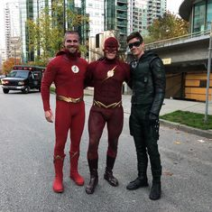 ❤️ Stephen Amell, John Wesley Shipp and Grant Gustin in CW crossover Elseworld. Thomas Grant Gustin, The Flash Grant Gustin, Team Arrow, Arrow Tv, Arrow Cast, Foto Flash, Cw Crossover, John Wesley Shipp, Flash Funny