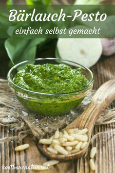 Bärlauch ist eine unserer liebsten Wildpflanzen. Mit diesem Rezept verwandelst du die Blätter in leckeres Pesto und kannst sie das ganze Jahr über nutzen.