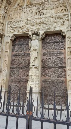 Door of the day  www.cookintuscany.com   #tuscany #italy #culinary #cooking #school #cookintuscany #cook #schools #class #classes #travel #cookery #cucina #women #montefollonico #montefollonico #montefollonicocookingschool #tuscan #solo #journey #tour #trip #vacation #pienza #rome #montepulciano #florence #siena #cortona #pienza #pasta #rome #allinclusive #meyers #door #iloveitaly #underthetuscansun #wine #vineyard #church #domo #gelato #dog #vino #pottery #castle #ilovetuscany