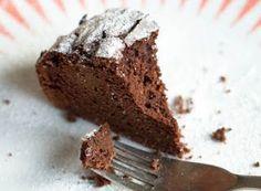 Torta di ceci e cacao (solo farina di ceci)   Pochissimi ingredienti, senza latte vegetale.