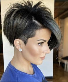 There are so many cute short hair cuts in the modern fashion world! Are you ready to face the versatile, popular haircuts of now? Youthful pixies for women of certain age, shoulder length bobs for teens, ideas with bangs and lots of inspo-pics are here! Pixie Haircut Styles, Haircut Styles For Women, Short Pixie Haircuts, Cute Hairstyles For Short Hair, Pixie Hairstyles, Short Hair Styles, Color For Short Hair, Cute Short Hair, Popular Haircuts For Women