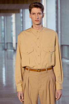 24. Field shirt in washed cotton twill / Three-pleated pants in cotton-viscose and wool gabardine / Belt in calf leather