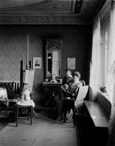 The Swedish artist Hanna Pauli with her children, 1899 English Artists, Australian Artists, French Artists, American Artists, Toshiko Takaezu, Margaret Preston, Giovanni Boccaccio, Betye Saar, Victorian Life