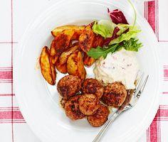 Recept: Köttbullar med äppelyoghurt och klyftpotatis