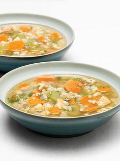 Soupe réconfortante à l'orge et au poulet.