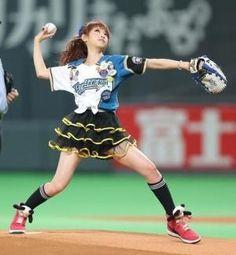 2012.08.04 日本ハム対楽天 可愛らしい衣装で始球式を行ったくみっきーこと舟山久美子