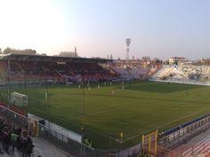 Estadio Romeo Menti. Ciudad de Vicenza, con una capacidad de 12.000 personas, propiedad de la comunidad y casa del Vicenza Calcio desde 1935.