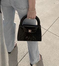 Discover Chanel Pre-Owned Bags on sale at Farfetch. Find of Chanel Pre-Owned pieces at up to off today. Look Fashion, Fashion Clothes, Fashion Bags, Fashion Accessories, Fashion Outfits, Womens Fashion, Style Clothes, Workwear Fashion, Fashion Ideas