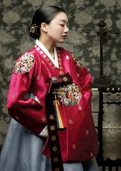 Rich colors yet well balanced. Korean traditional dress (hanbok) by Sung Si-Ne