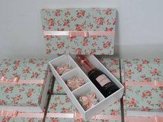 Resultado de imagem para lembrancinha para padrinhos casamento - caixa com bebida