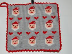 De här grytlapparna är stickade på en rundsticka och har samma mönster på båda sidorna. Christmas Charts, Christmas Feeling, Fair Isle Knitting, May Flowers, Pot Holders, Knitted Hats, Coasters, Diy And Crafts, Christmas Decorations