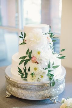 Simple Buttercream wedding cake with lush blooms  | Simply Charming Socials | Harwell Photography