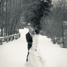 Beautiful winter wonderland wedding photos... would have to make sure the bride had a nice coat for this sort of pic.