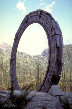 """Stargate Season 2 Episode 5 - """"Need"""" Stargate Movie, Stargate Ships, Stargate Atlantis, Stargate Universe, Marvel Universe, Aliens, Sci Fi Shows, Fantasy Landscape, Sci Fi Fantasy"""