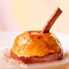 Descubre como preparar paso a paso la receta de Flan de manzana. Te contamos los trucos para que triunfes en la cocina con Postres para chuparse los dedos