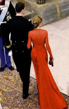 DINASTÍAS   Los Foros de la Realeza • Ver Tema - Vestidos de Gala de la Reina Letizia Classy Outfits, Beautiful Outfits, Estilo Real, Royal Clothing, Queen Dress, Older Women Fashion, Gala Dresses, 2015 Wedding Dresses, Dressed To The Nines