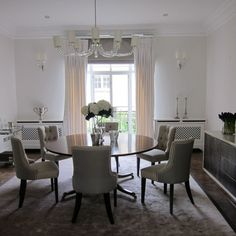 Lovely Dining Room Design with Beautiful Chandelier Lighting