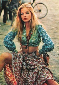 Ewa Aulin. Full of flowers.