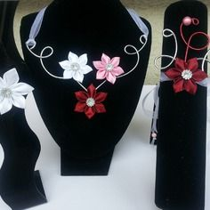 Parure collier , barrette et  bracelet bordeaux blanc et rose