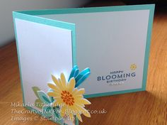 Love the smaller front flap on this Flower Patch and Flower Fair Framelits card