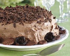 Suklaamoussekakku on pääsiäispöydän vastustamaton herkku. Raikkaan sitruunan ja täyteläisen suklaan makuyhdistelmä pääsee oikeuksiinsa tässä k…