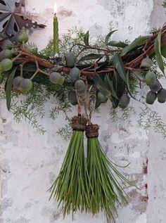 こちらは、パインニードルタッセル。 松の葉だけをまとめて、ヒモをつけたら、タッセルみたいにいろいろなところに飾れるオーナメントになります。
