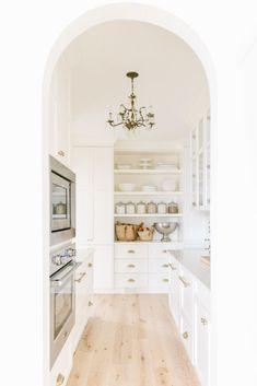 Home Design, Küchen Design, Kitchen Pantry, Kitchen Decor, Bulters Pantry, Pantry Room, Pantry Ideas, Kitchen Island, Pantry Design