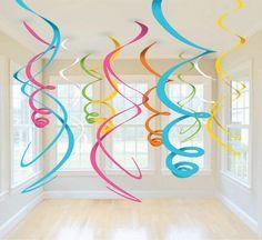 Gran idea para decorar el salón de fiesta, se pueden hacer con fomy u hojas de papel de colores