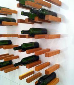 ¿Frío o Caliente? Un botellero de listones de madera en la pared : x4duros.com