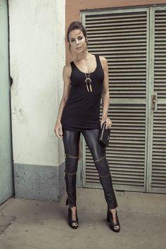 Regata Cavada Alongada Preta Cave, Leather Pants, Boutique, Fashion, Shoes, Tall Clothing, Black, Moda, Fashion Styles