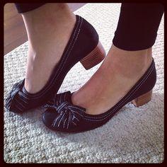 Vocês não têm idéia do conforto e como é lindo essa sapato saltinho em cetim brilhante. Experimente o seu. http://koqu.in/10AUNhF #koquini #sapatilhas #euquero #saltinho