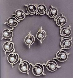 This diamond and pearl necklace/tiara belonged to Princess Marina, Duchess of Kent