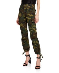 ALICE + OLIVIA JEANS stretch cargo pants in camo-print. Relaxed fit through straight legs. Patent Leather Pants, Camouflage Jeans, Top Stylist, Spring Summer Trends, Camo Print, Retro Outfits, Cargo Pants, Workout Pants, Stretch Jeans